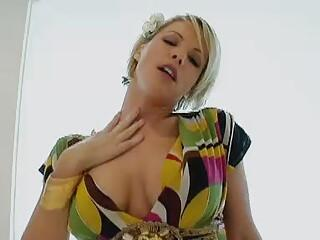 KAYLA SYNZ -Sensual Mom in Heat...F70